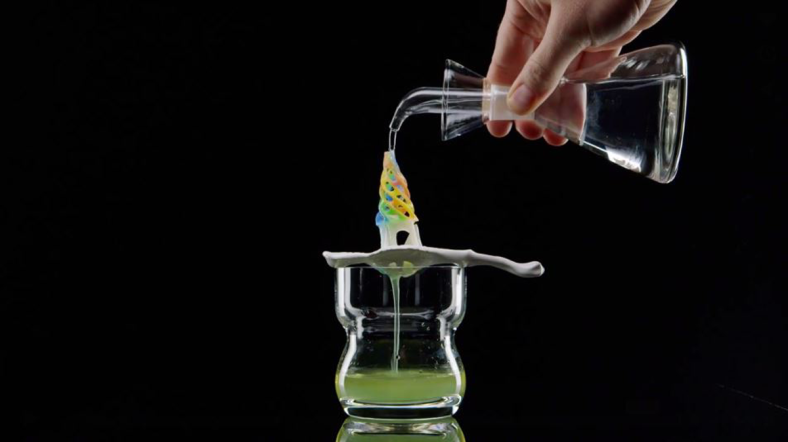 3d-printed-sugar-sculpture-with-absinthe-drink-for-modernist-meal